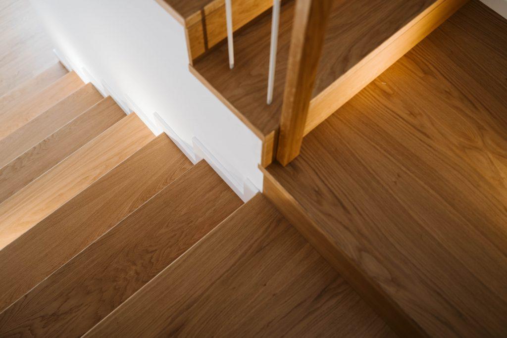 Escadaria de casa em madeira