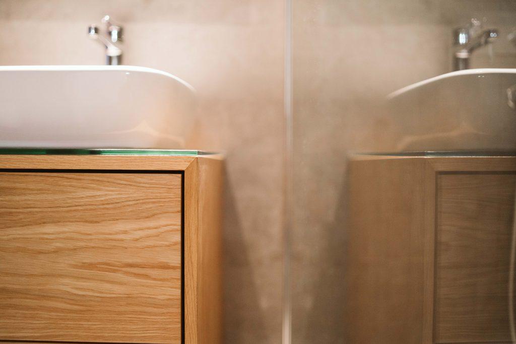 Armário de casa de banho em madeira