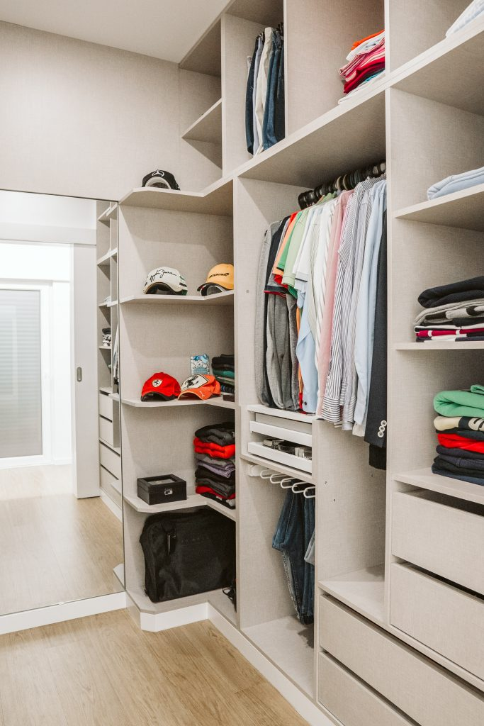 Closet quarto com divisórias
